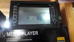 Radio za auto cd,usb,sd,bluetooth,touch screen