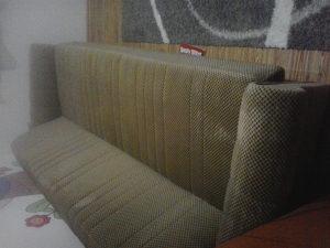 dva kreveta,dvije fotelje i tabure u kompletu