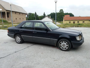 Mercedes Benz w124 200D 1990GOD