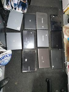 Laptopi i centralne za dijelove u kompletu
