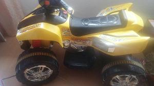 Auto na akumulator motor quad
