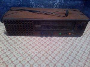 "Stari radio ""Melos-luxe"" ispravan"