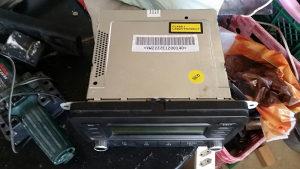 VW orginalni kastefon cd mp3 golf 5