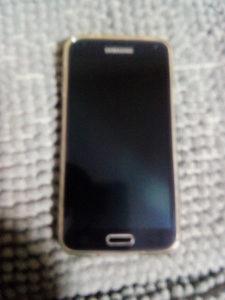 Na prodaju mobilni telefon Samsung Galaxy S 5