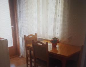 Trpezarijski stol i tri stolice
