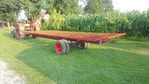 Traktorska prikolica (slama,sijeno)