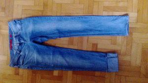 Zenske farmerke, pantalone