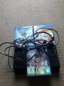 Play station 4 .