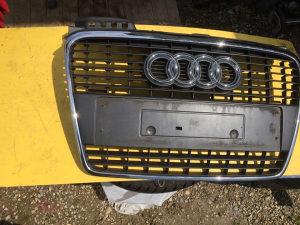 Maska Audi A4 8E0 oštećena malo