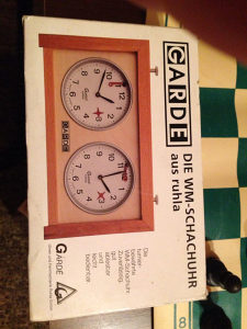 Sat za šah 2 komada