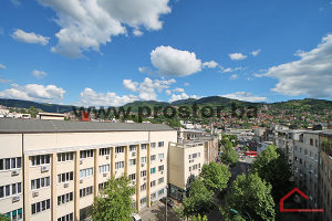 PROSTOR prodaje: Dvosoban stan sa balkonom, Centar