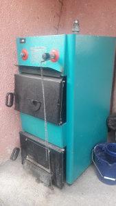 Peć za centralno grijanje uz pec idu rore,krive i pumpa