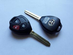 Oklop Toyota rav4 ORIGINAL avensis kljuc kuciste kljuca
