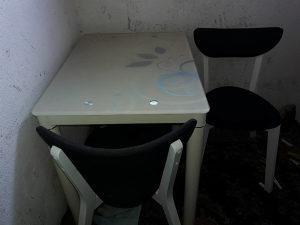 Sto i dvije stolice jako ocuvane skoro nove