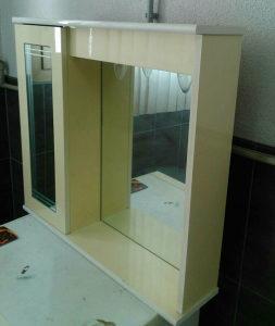 Ormaric za kupatilo sa ogledalom, svjetlom i utičnicom
