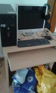 Stol Monitor mis tastatura racunar
