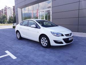 Opel Astra J Sedan 52000km
