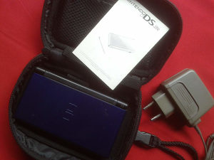 Nintendo DS lite + punjač + R4 + torbica