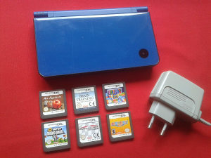 Nintendo DSi XL + punjač + HIT igre
