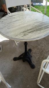 Prodajem mramorni sto i tri stolice za sklapanje