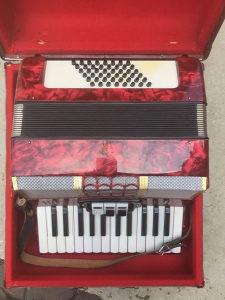 Harmonika crvena
