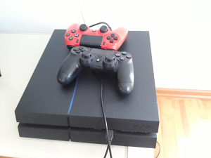 PLAY STATION 4 (1TB PS4, 6 IGRICA)