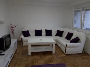 Stan na dan sa garazom Apartman Apolon 065025027
