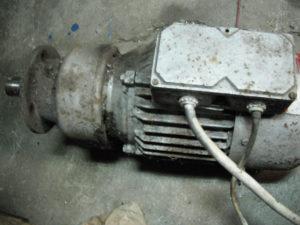 Elektromotor sa reduktorom i kocnicom