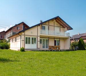 Kuća u modernom retro stilu sa zemljištem - Zabrđe