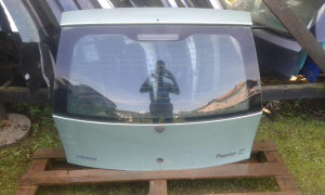 Zadnja hauba Fiat Punto 2  2003 2vrata