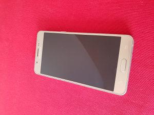 Samsung j5 2016 zlatni