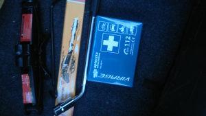 Dizalica,ključ, prva pomoć i trokut