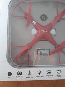 Dron sa kamerom