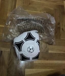 Adidas fudbalska lopta