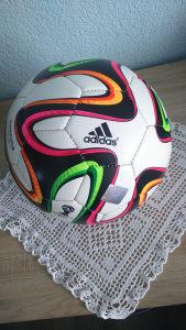 Lopta za fudbal BRAZUKA ADIDAS FIFA World Cup 2014 BRASIL