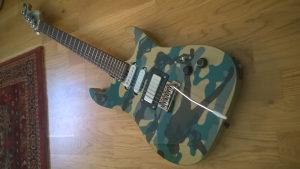 Washburn elektricna gitara,maskirna (navy edition )