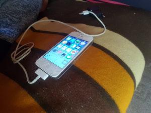 Iphone 4 ispravan 16GB