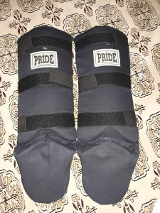 Rukavice za box i stitnici za noge