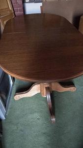 Masivni trpezarijski sto