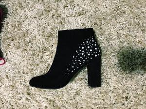 Čizme ženske zara 2 para 50,00 KM