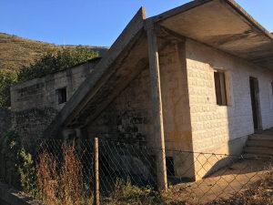 Prodaje se devastirana kuća u Vrapčićima, Marici