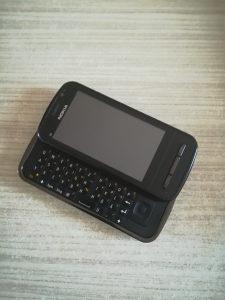 Nokia C6 (nije dekodirana)