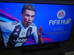 PS3 500GB čipovan/55 hit igrica/2 dzojstika FIFA19