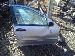 Vrata Prednja Desna Mercedes C-klasa w203 oštećena