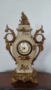 Stilski namjestaj stilski sat stoni komodni ispravan