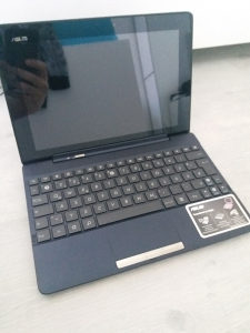 """Asus Tablet / Laptop 2 u 1 , Ekran 10,1"""""""