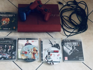 PS3 SUPER SLIM 500GB + 2 dzojstika+ 7 igrica (GTA V)
