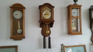 Drveni zidni stari sat Dugena sa tegovima ispravan