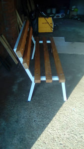 Klupe i stolovi