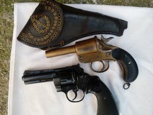 dva pištolja signalna